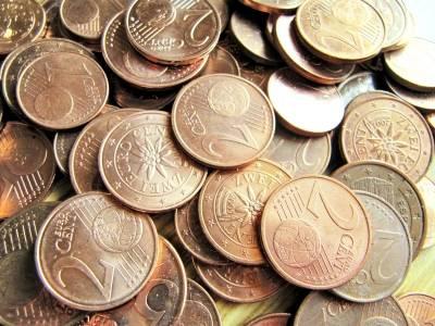 da irgendwann in den nächster Zeit die Tschechen mit Einführung des Euros rechnen, akzeptieren viele Geschäfte den Euro, aber man sollte sehr darauf achten, dass man für 1 € auch einen vernünftigen Kurs bekommt (vorher über Devisenkurs informieren), sonst mit Karte bezahlen.